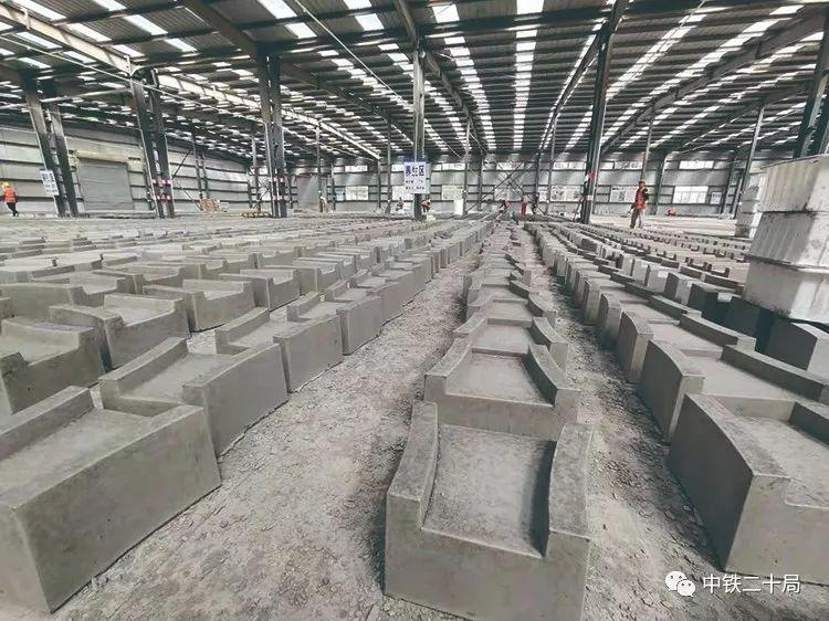 水泥预制块在项目部预制构件场